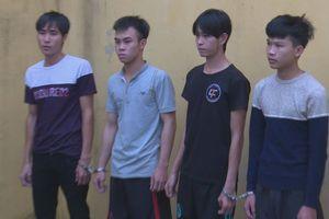 Bắt 4 thanh niên dùng dao cướp tài sản của phụ nữ đi đường