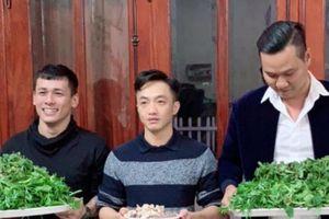 Lộ ảnh Cường Đô La bê tráp qua ăn hỏi tại nhà Đàm Thu Trang