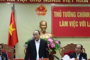 Thủ tướng Nguyễn Xuân Phúc: Người dân Việt Nam đang hướng về đội tuyển
