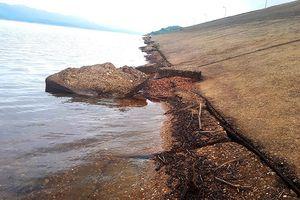 Sạt lở đe dọa đập chính hồ Kẻ Gỗ