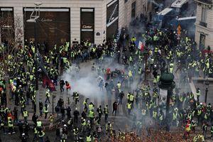 8.000 cảnh sát Pháp xuống đường trấn áp đội quân 'áo vàng' biểu tình tại Paris