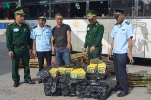 Cửa khẩu Lao Bảo: Bắt giữ 120kg pháo hoa nhập lậu từ Lào vào Việt Nam