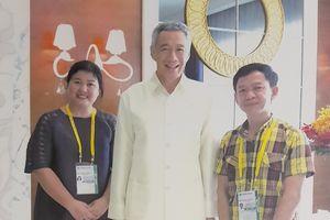 Xem nghệ nhân kể 'hậu trường' may trang phục APEC