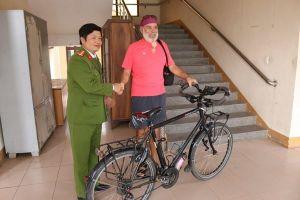 Tìm được xe đạp bị đánh cắp trả cho du khách nước ngoài