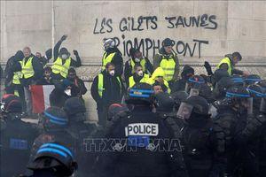 Pháp bắt giữ khoảng 700 đối tượng tham gia biểu tình của phe 'Áo vàng'