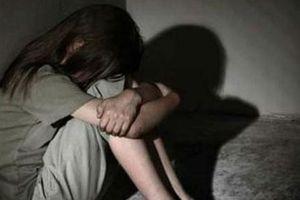Truy tố thanh niên dùng dao đe dọa, cưỡng hiếp bé gái 11 tuổi