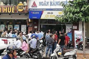 Vụ cướp Ngân hàng Việt Á: Hung thủ có vũ trang?