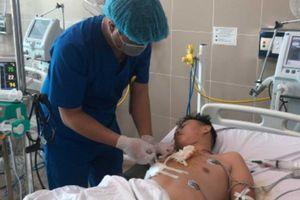 Hi hữu: Nam thanh niên thoát chết khi bị dao đâm trúng tim
