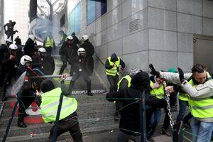 Bạo lực khắp cả nước, Pháp bắt giữ 1.400 người