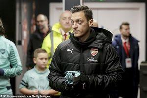 Arsenal tính bán gấp Ozil với giá 'bèo'