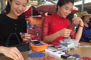 Tròn mắt ngắm những viên đá tiền tỷ tại phiên chợ tạm ở Yên Bái