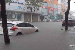 Đà Nẵng ngập từ nhà ra phố