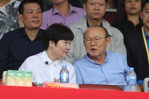 Nhan sắc vợ tào khang luôn sát cánh cùng HLV Park Hang Seo