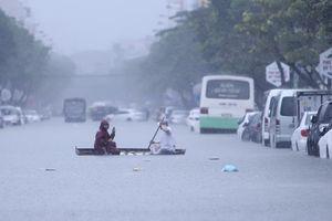Đà Nẵng: Mưa như trút nước, đường quốc lộ, hầm chui trăm tỷ tê liệt vì ngập sâu