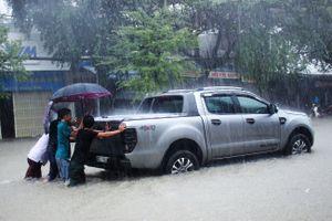 Đà Nẵng chưa hết ngập đến Quảng Nam chìm trong biển nước vì mưa lớn