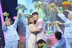 Việt Hương đòi mua lại kịch bản dự thi 'Người nghệ sĩ đa tài' của Akira Phan