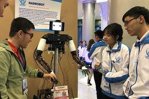 Trưng bày robot, máy in 3D… tại triển lãm 'Khát vọng sinh viên Việt Nam'
