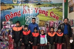 Trao 100 suất quà cho người dân Quỳ Châu