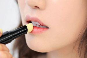 5 điều bạn chưa biết về son dưỡng: Nó không làm ẩm da môi như bạn vẫn nghĩ đâu!