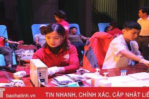 Cán bộ, đoàn viên thanh niên Hương Khê hiến 250 đơn vị máu