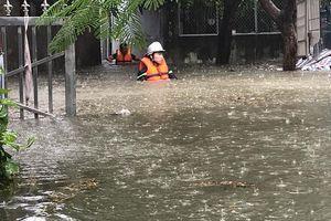 Đà Nẵng: Có nơi nước lên tới cổ, giải cứu nhiều người mắc kẹt