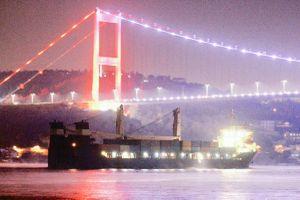 Hình ảnh tàu Hải quân Nga chở đầy vũ khí hướng về cảng Syria