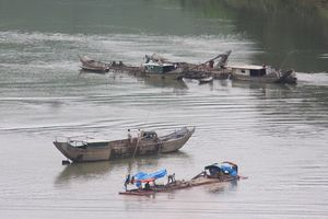 Rầm rộ 'rút ruột' sông Bồ