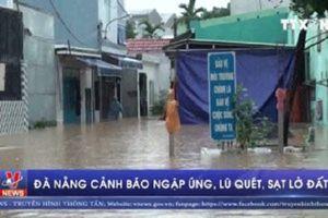 Mưa lớn khiến mọi mặt đường ở Đà Nẵng ngập trong biển nước