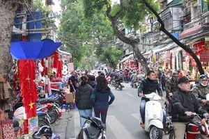 Hà Nội phố phường nhộn nhịp chuẩn bị lễ Giáng Sinh