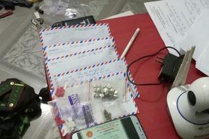 Nghệ An: Bắt nữ tài xế taxi giấu ma túy trên người