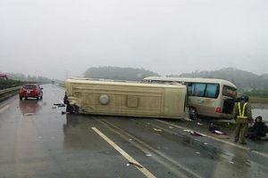Hai xe khách đâm nhau trên cao tốc Nội Bài - Lào Cai