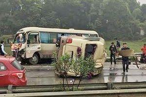 Va chạm giữa hai xe khách khiến 7 người bị thương