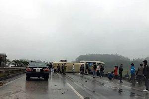 Hai xe khách va chạm ở cao tốc Hà Nội - Lào Cai: 2 người bị thương