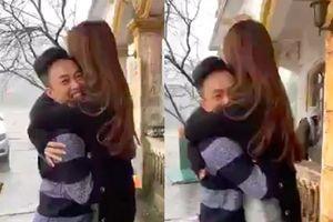 Chuyện showbiz: Cường Đô la phấn khích ôm chặt bạn gái Đàm Thu Trang