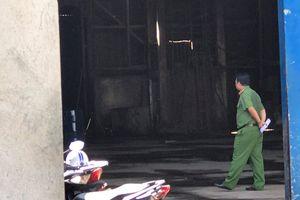 Cháy dữ dội tại cơ sở kinh doanh xăng dầu ở TP.HCM, 2 người bỏng nặng