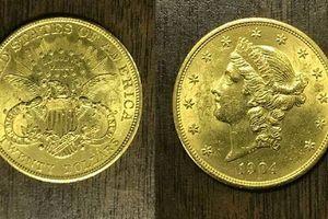 Vớ được đồng xu vàng cổ từ năm 1904 trong ấm đun nước