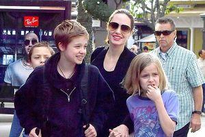 Angelina Jolie dẫn các con đi mua sắm sau khi đạt thỏa thuận ly hôn