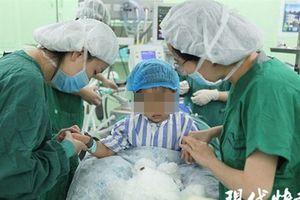 Bé gái Yan Yan, bệnh nhân ung thư vú trẻ nhất thế giới