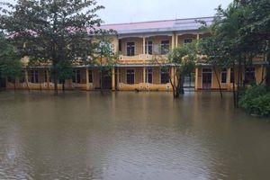 TT-HUẾ: Mưa lớn gây ngập, học sinh ở các huyện vùng trũng phải nghỉ học