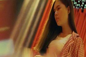 Hồ Việt Trung ngượng đỏ mặt khi mời người đẹp diễn chung cảnh nóng