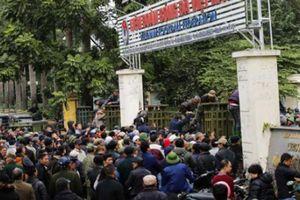 CĐV vây trụ sở Liên đoàn bóng đá VN đòi mua vé, VFF có 'hành động hỏa tốc'