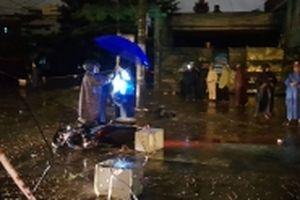 Dây điện rơi xuống đường khiến một người tử vong