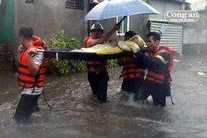 CATP Đà Nẵng tích cực giúp đỡ người dân trong mưa lũ