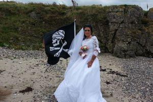 Chuyện lạ hôm nay: Chia tay chồng, cô gái kết hôn với hồn ma....