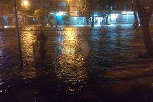 Người Đà Nẵng hốt hoảng 'chạy nước' lần 2 khi mưa lại đổ xuống, đường lại ngập