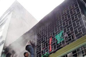 Ngạt trong đám cháy, nam thanh niên được người dân giải cứu kịp thời