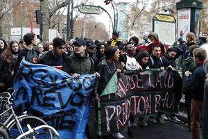 Người biểu tình gia tăng sức ép lên Tổng thống Pháp