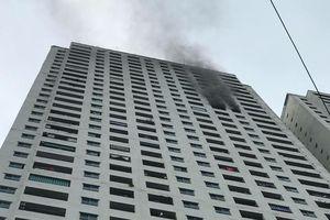 Cháy ở căn hộ tầng 31 chung cư Linh Đàm, người dân hoảng hốt tháo chạy