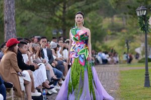 Ngắm những 'nàng tiên hoa' bước ra từ vườn địa đàng của nhà thiết kế Hằng Nguyễn