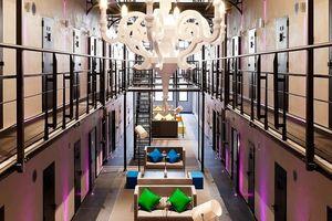 Nhà tù được 'hô biến' thành khách sạn sang trọng vì quá thiếu tù nhân